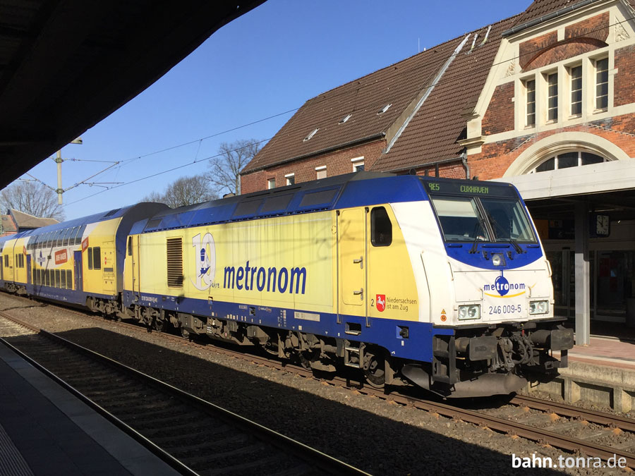 RE5_nach_Cuxhaven_in_Stade_Gleis_1